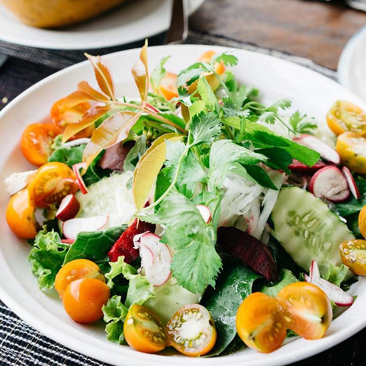 Salat essen in der Rauensteinbaude