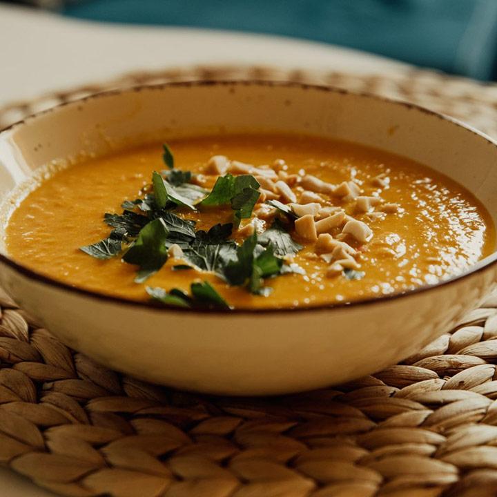 Suppe essen in der Rauensteinbaude